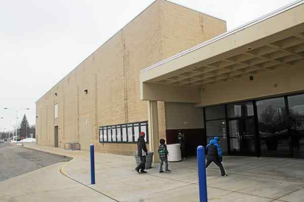 Macomb Mall plans to demolish closed movie theater